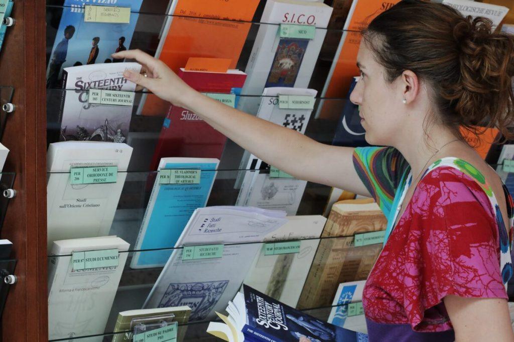 studenti-in-biblioteca-7-1-1200x800